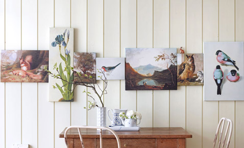Hang pictures on the wall properly, hanging: Hanging in rows. Hanging pictures in a row can tell a story or represent a scene. Hanging automatically connects the motifs with each other.