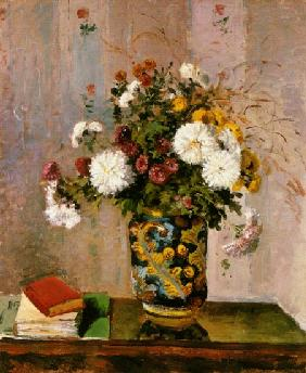 Bouquet of flowers: Chrysanthemums in a porcelain vase