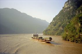 Boat on the Yangtse River, China, 2001 (colour photo)