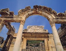 Facade of the Temple of Hadrian (photo)
